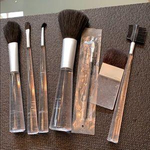 Set of 7 Makeup Brushes w/Bag AVON